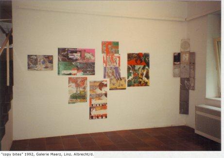 """Ausstellungsansicht """"Copy bites"""" 1992 Linz, rechts ein Ensemble"""