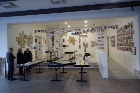 """Ausstellungsaufbau in den """"Querungen"""" im Württembergischen Kunstverein Stuttgart"""